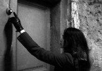 Anna gribēja pārsteigt vīru un bez brīdinājuma ieradās viņa dienesta dzīvoklī. Durvis atvēra sieviete stāvoklī