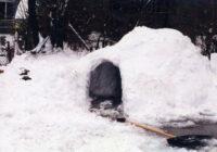 Iebrūkot mājās būvētam iglu, mirst 7 gadus vecs zēns