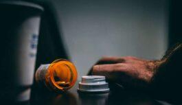 Pazīstamais ārsts brīdina par populāru zāļu bīstamību